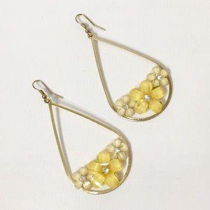 Accessories - Crystal flowers on gold drop earrings. NWOT